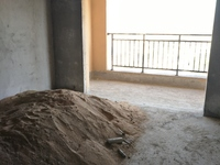 嘉城名居,高层,132平方,3房2厅2卫,毛坯,采光好,繁华地段,仅售50万